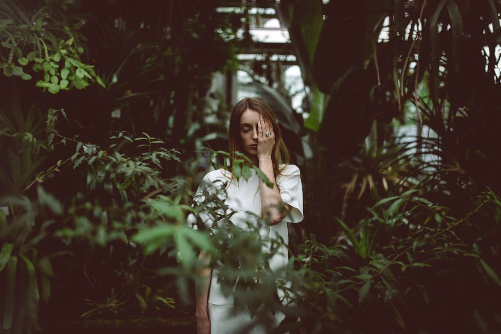 Botanical Garden Shoot for nitz&schieck jewelry | Greenhouse | Ring