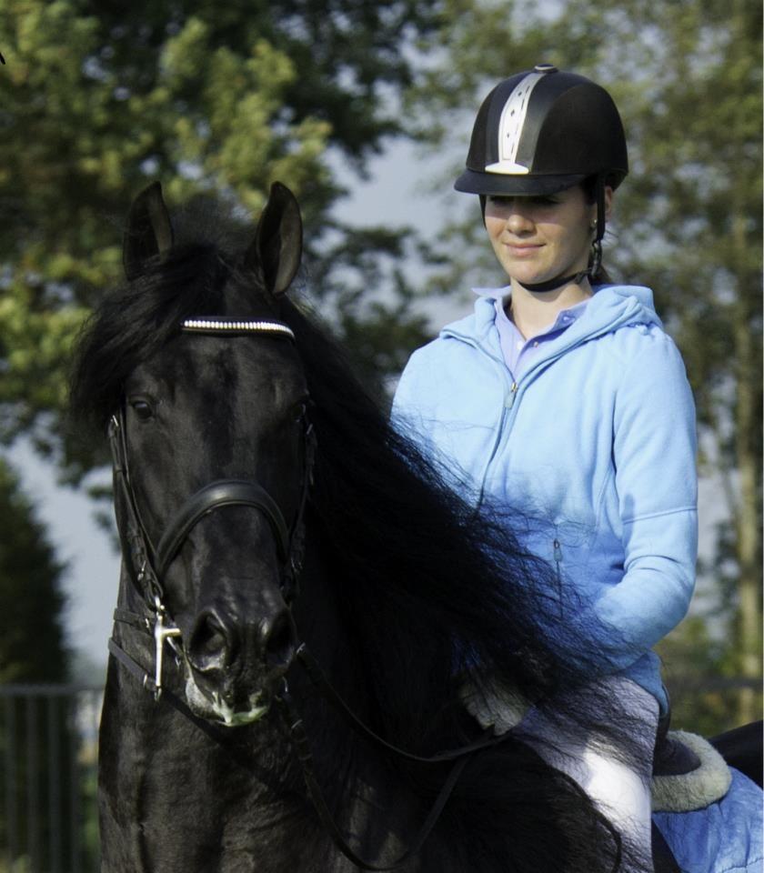 Mijn hobby paardrijden dat is iets wat ik elke dag doe en is tevens me werk :)