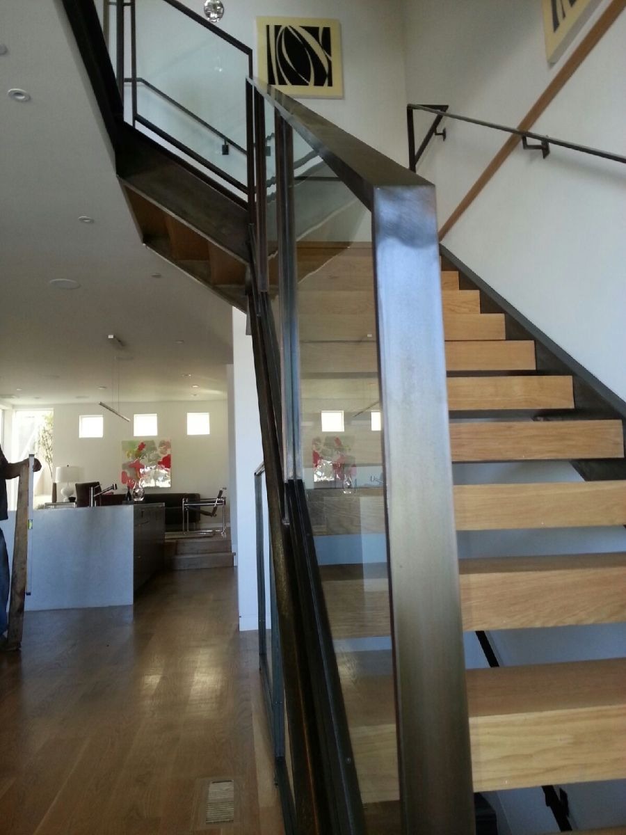 Best Custom Flatbar Handrail With Tempered Glass And Applied 400 x 300