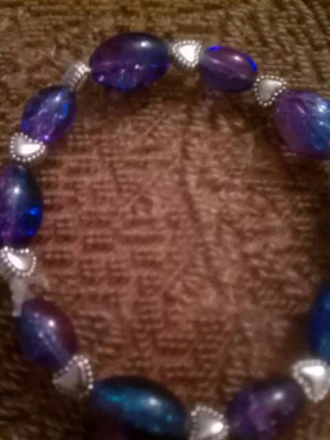 Heart two toned beaded bracelet.. $3.00, via Etsy.