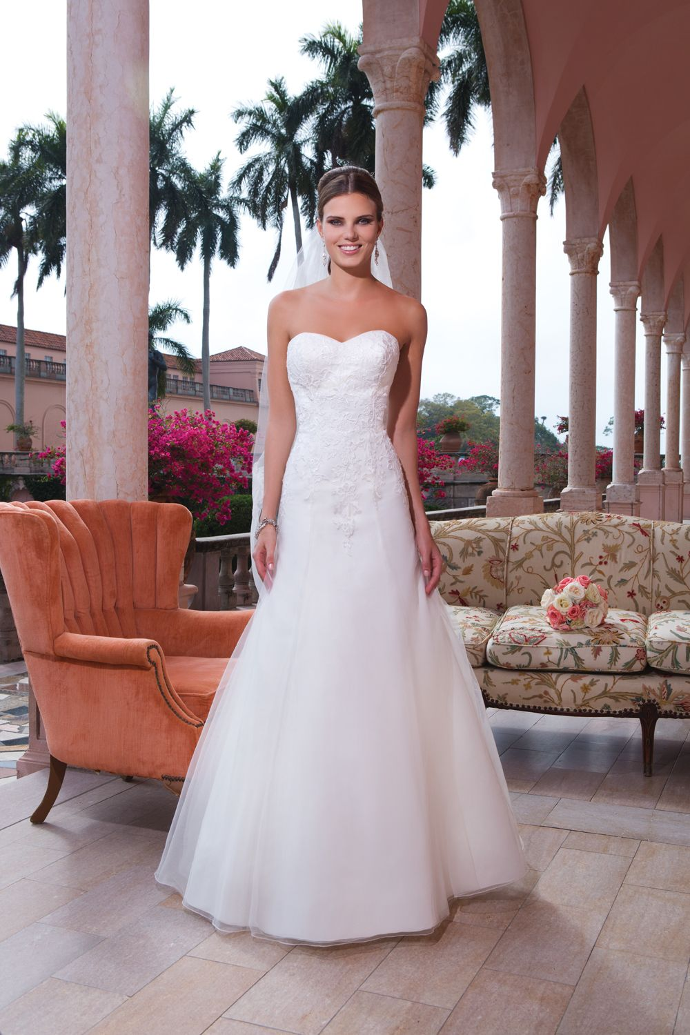 Where can i rent a wedding dress  We were thrilled to be asked to provide furniture rentals for the