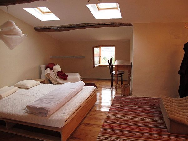 Bedroom Attractive And Functional Attic Bedroom Design: Modern Cool & Fancy Functional: 32 Attic Bedroom Design