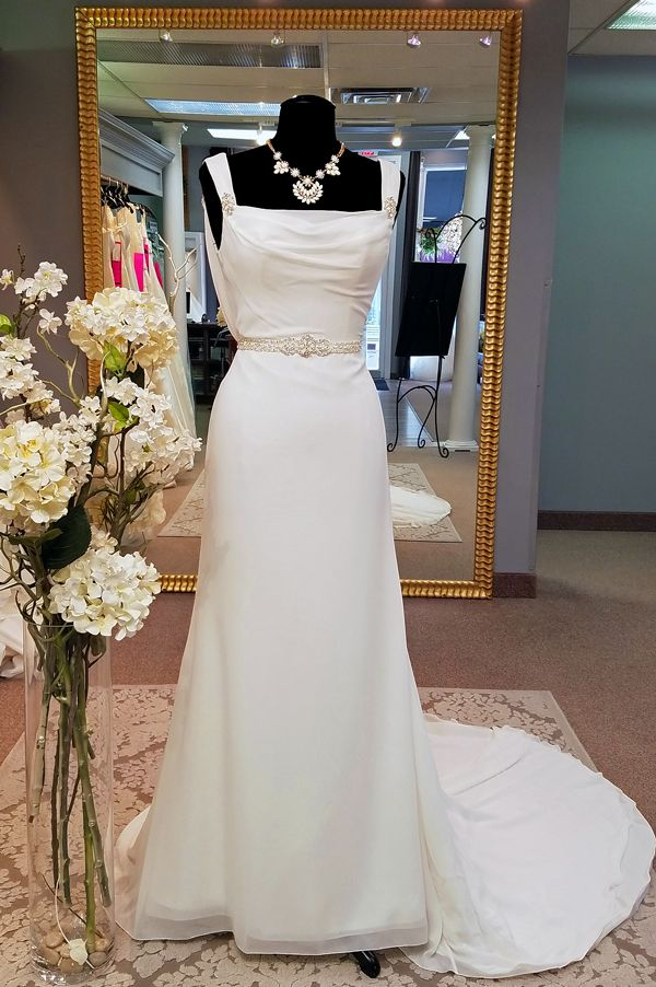 Wednesday, May 10, 2017 Elegant Beading On This Chiffon Gown ...