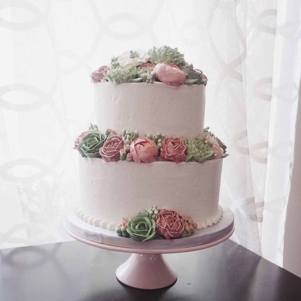 2 tier wedding cake with buttercream flowers Buttercream