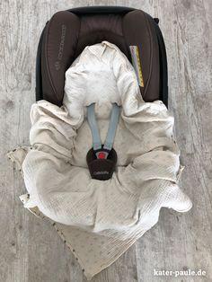 Kater Paule | Eine Einschlagdecke für die Babyschale aus Musselin