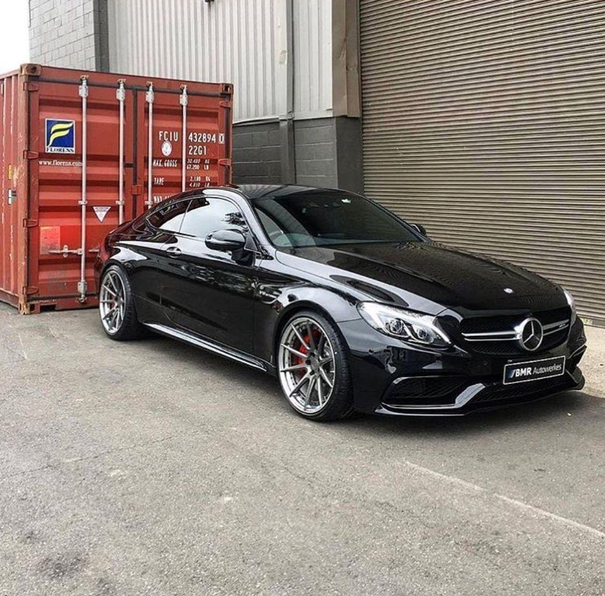Mercedes-Benz AMG C63: Schwarz