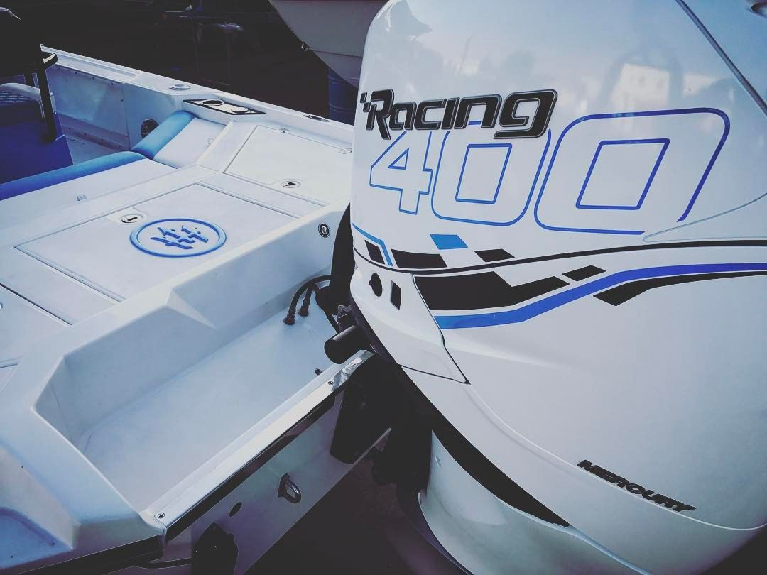 Mercury Racing 400R  White and blue    BOATS   Boat engine