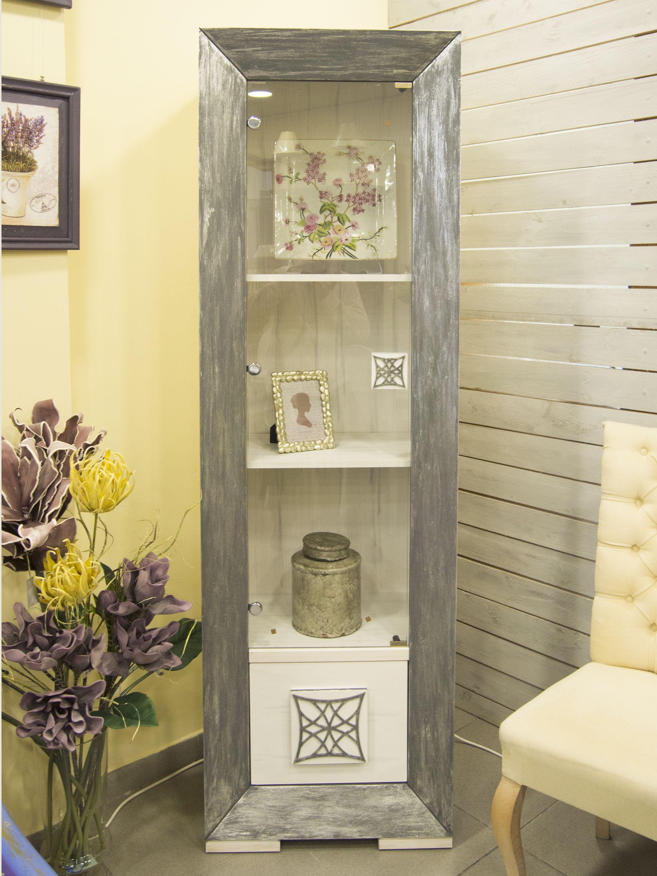 Vitrina Pintada A Mano En Color Blanco Y Patina En Pan De Plata  # Muebles En Crudo