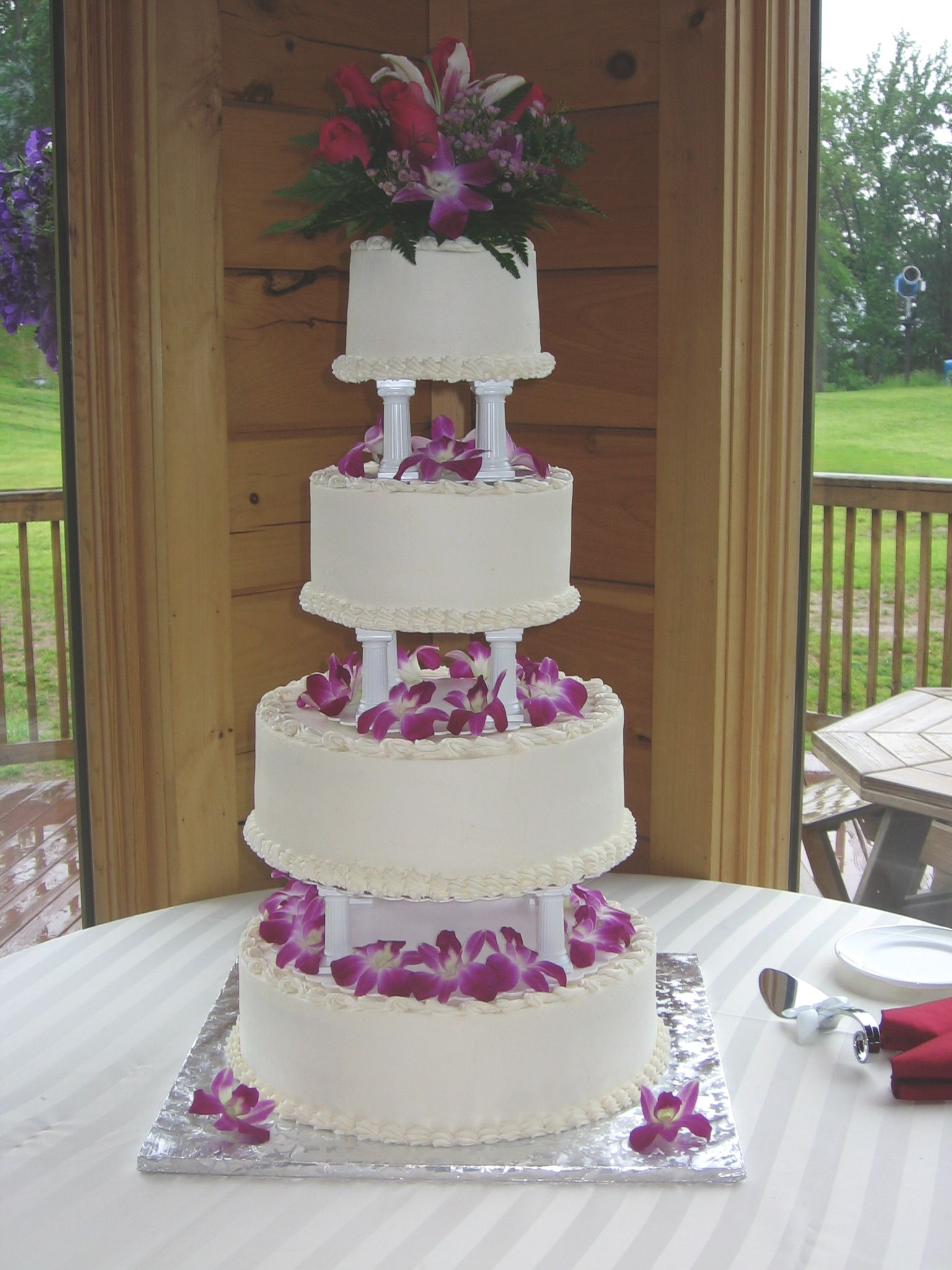 4 tier wedding cake with pillars 4 tier buttercream wedding cake with pillars 10423