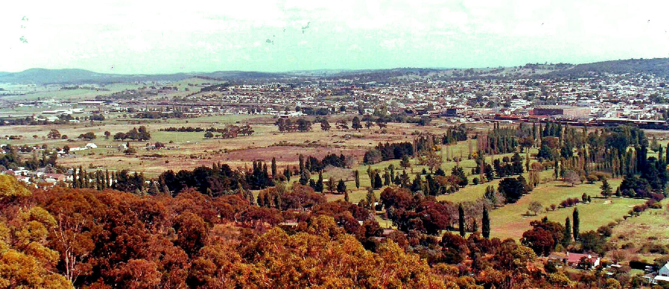 Goulburn NSW (1985) Australia travel, Natural landmarks
