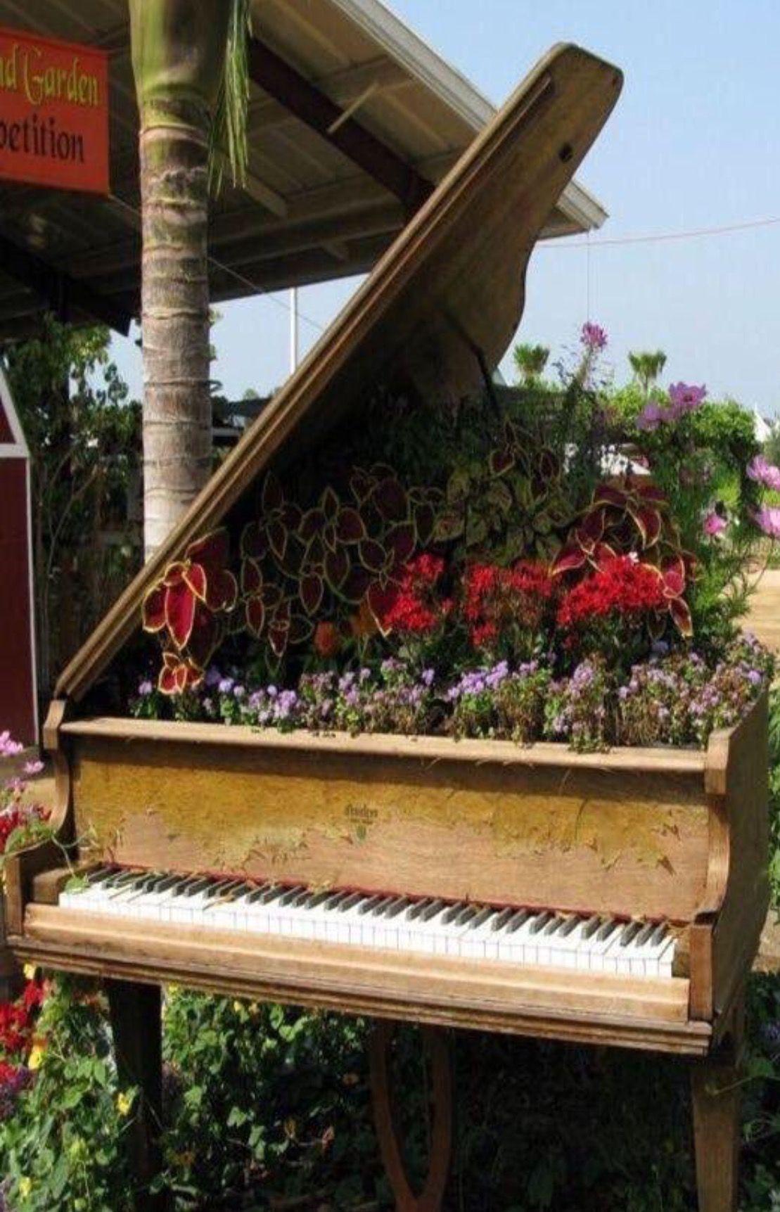 Piano con flores