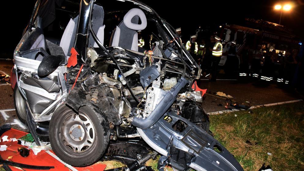 Autounfall In Erligheim Zwei Tote Bei Frontal Crash Mit Smart Und
