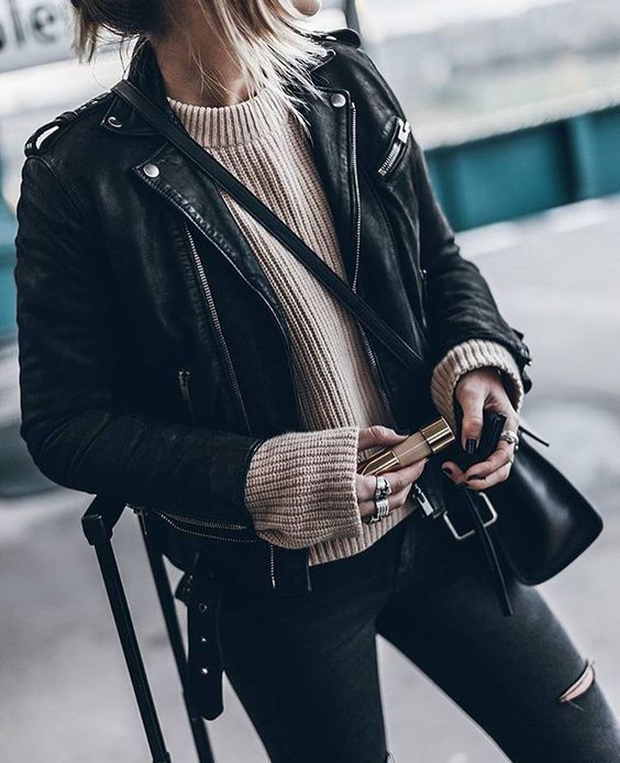 Black Friday Deals 15% Rabatt KOSTENLOSER Versand von $ 70  Kunstleder-Moto-Jacke schwarz übergroße Leder-Moto-Jacke Streetstyle / Damen / Streetstyle # Lederjacken # Motojacke # Motorradjacke #leatherjacketoutfit