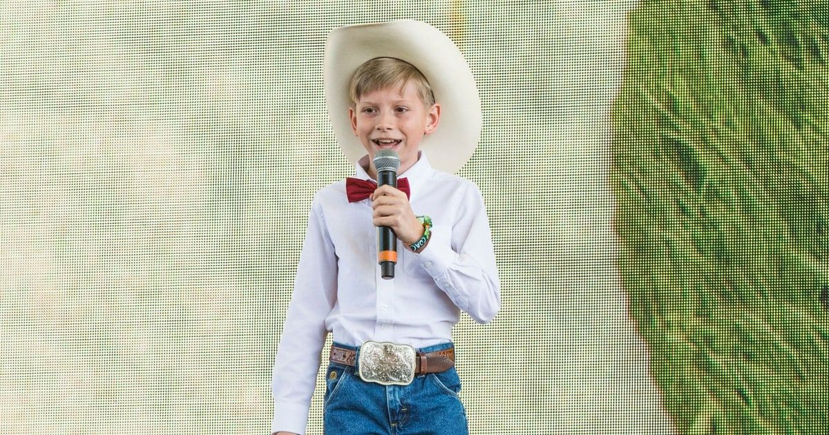 See Yodeling Kid Mason Ramseys Surprise Stagecoach Performance