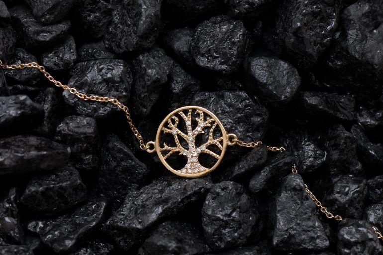 """""""Must Have"""" 2013- 2014. Arbre de vie. Maison Feidt @PeopleActMag. Collection de bijoux, catégorie: Haut de Gamme - Luxe disponible sur http://www.feidtbijoux.com/"""