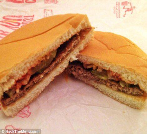 Il menu segreto di McDonald's esiste davvero: un manager del ristorante conferma e su Internet compaiono video e foto dei panini