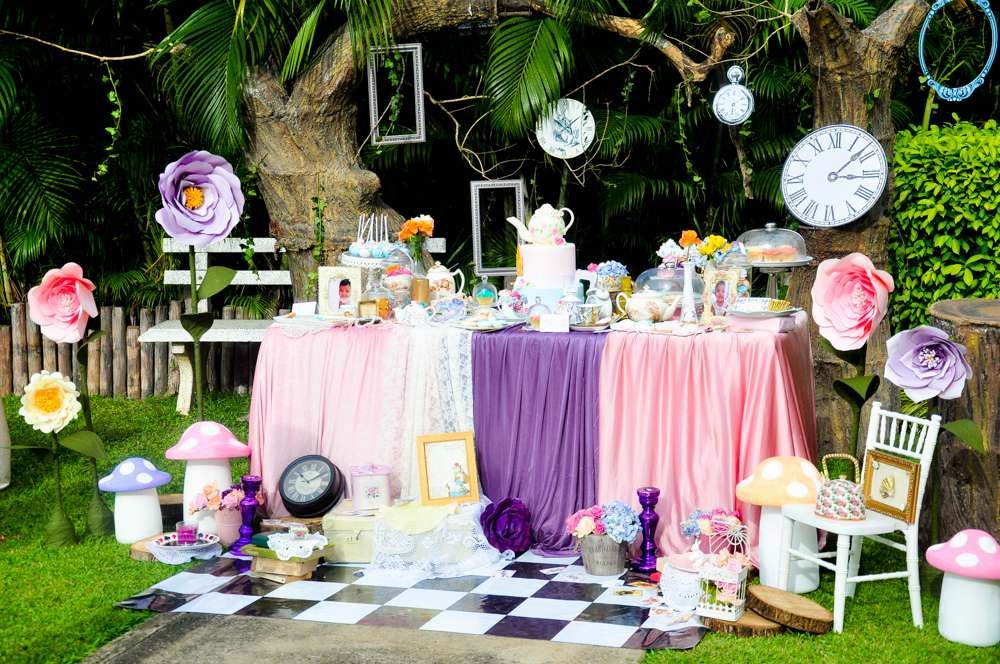 Vintage Alice In Wonderland Birthday Party Ideas Alice In