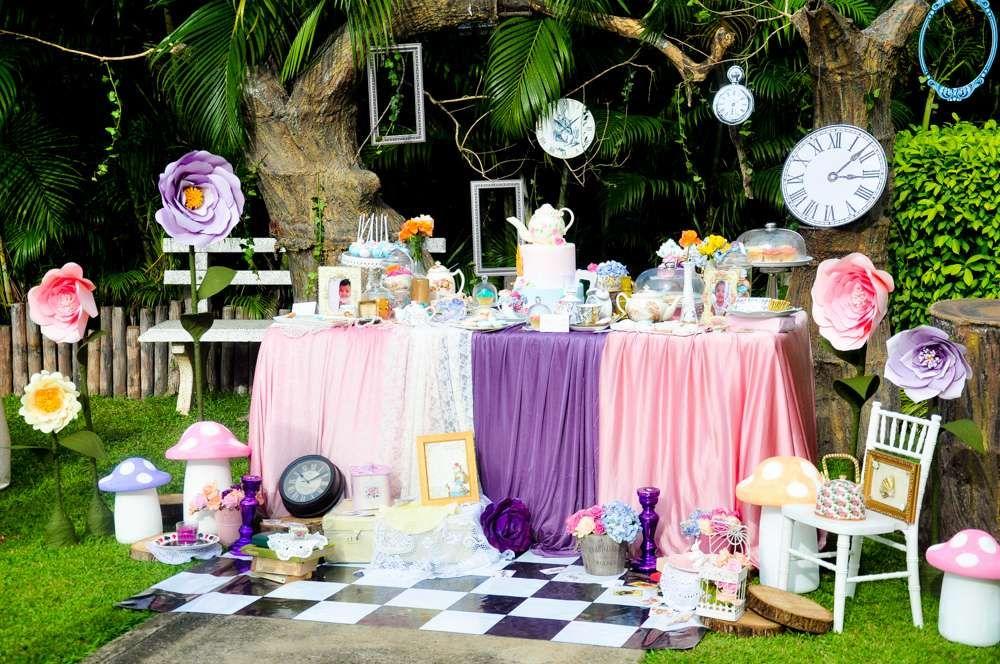 Vintage Alice In Wonderland Birthday Party Ideas Alice In Wonderland Tea Party Alice In Wonderland Party Alice Tea Party