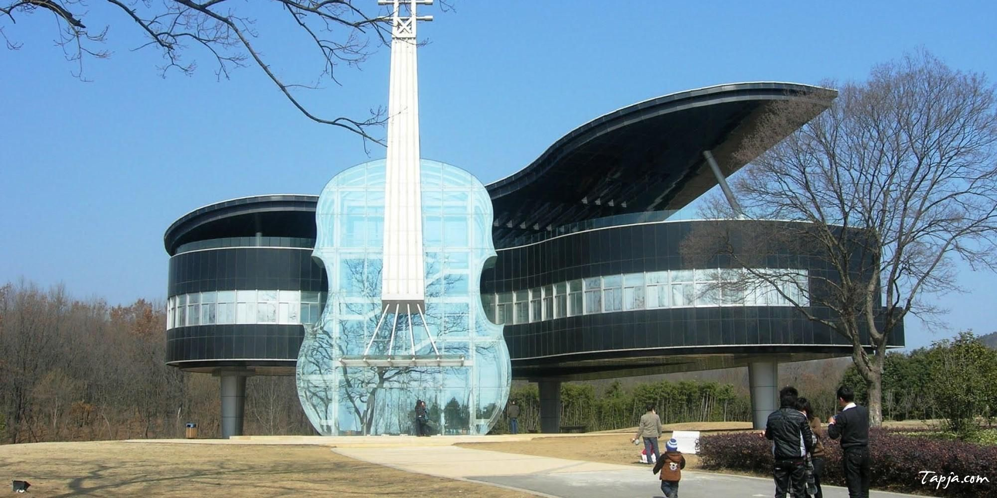Amazing unusual house design with guitar shaped wide glass for Best piano house