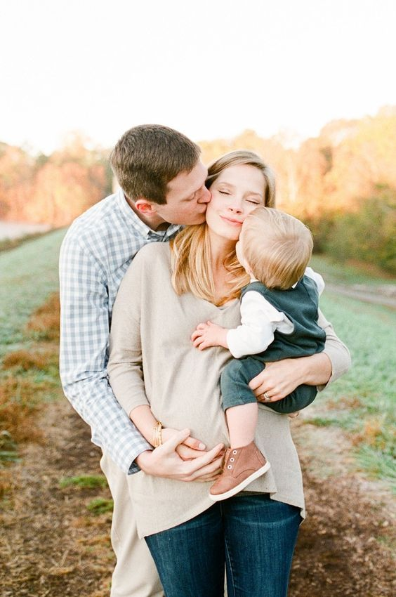 4 Must-Have Maternity Photo Ideas For You And Your Family