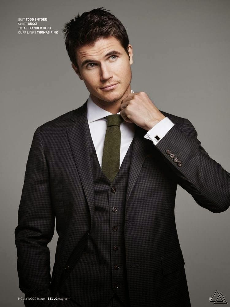 Photo of Robbie Amell for BELLO Magazine February 2015