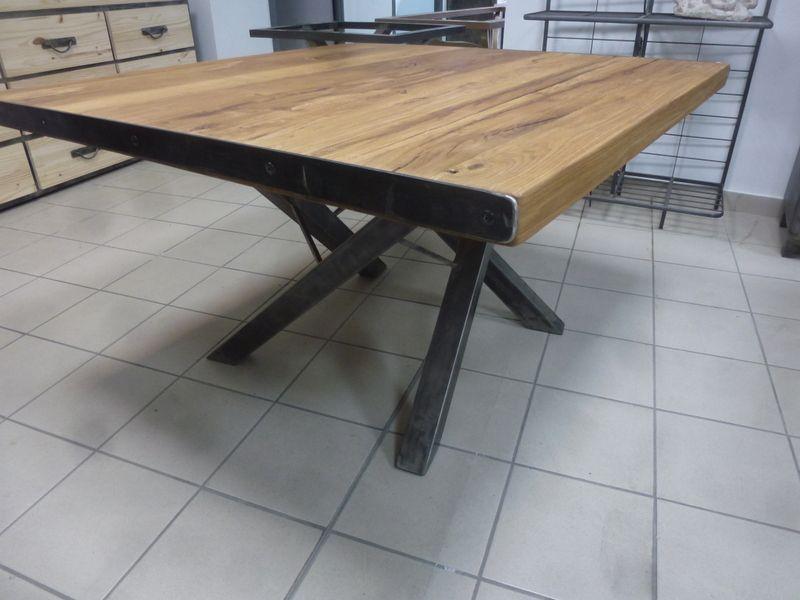 Table Design Carree Metallique En Fer Et Bois Table Carree Bois Salle A Manger Industrielle Fer Plat