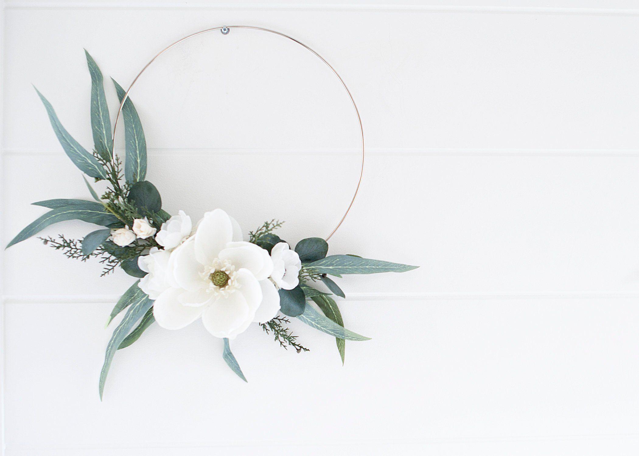 Photo of Moderne Winter weiße Magnolie & Feder Eukalyptus Kranz | Reifen Kranz | Winter Kranz …