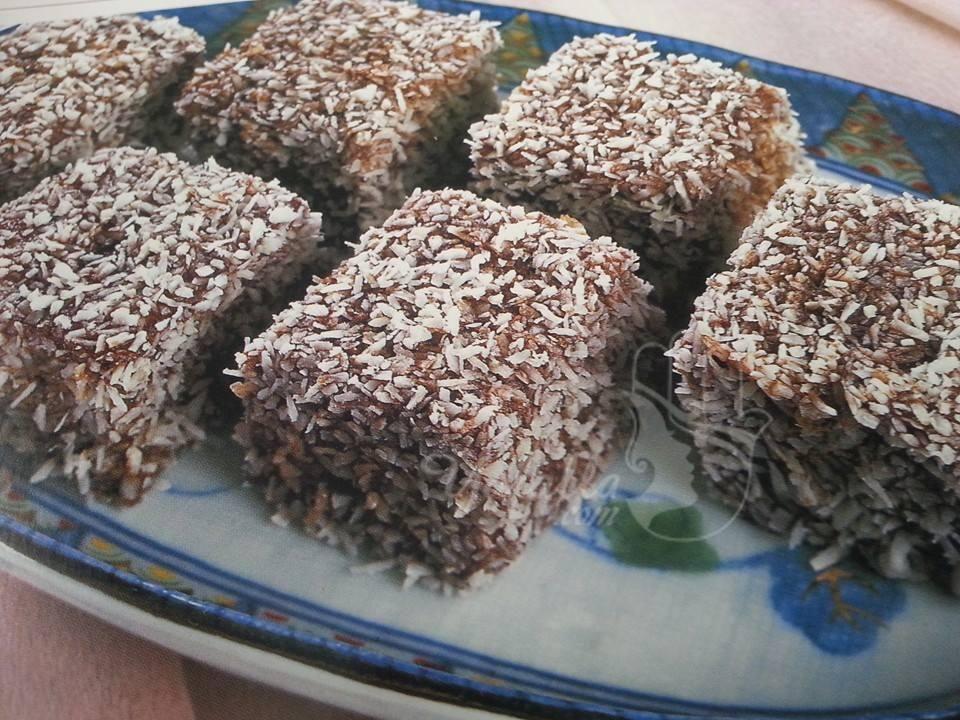 مكعبات الكيك بجوز الهند فكرة ذكية و سهلة التحضير موقع يالالة Yalalla Com عالم المرأة بعيون مغربية Sweets Recipes Recipes Desserts