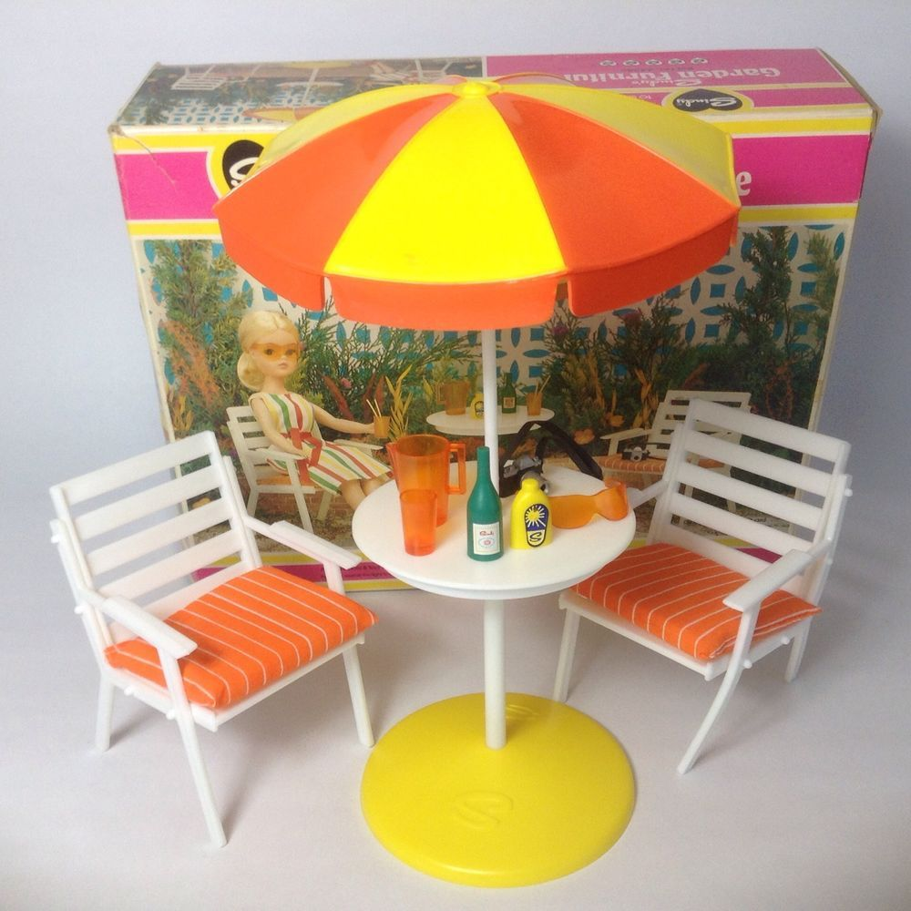 Good Vintage 1970 S Pedigree Sindy Doll House Furniture   Garden Table + Chairs  BOXED