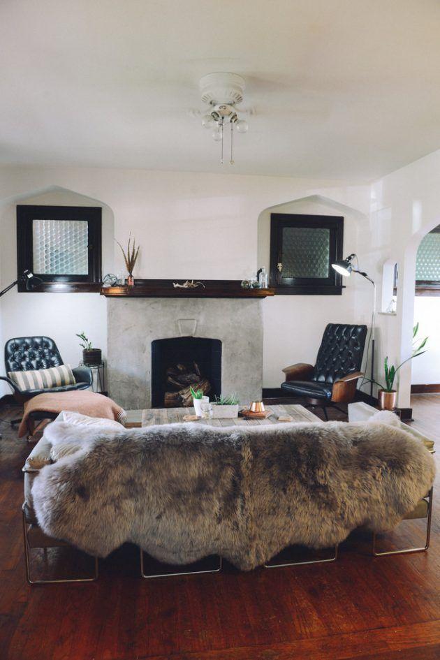 15 Chic Eclectic Living Room Interior Designs, in die Sie sich verlieben werden is part of Chic Eclectic Living Room - Das Wohnzimmer ist ein sehr vielseitiger Raum, der viele Ihrer unterhaltsamen oder entspannenden Bedürfnisse beherbergt  Egal, ob Sie einen Familienspielabend