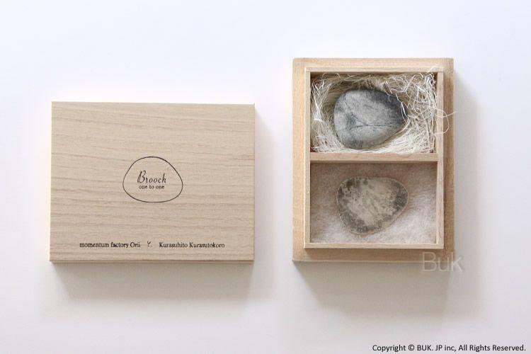 3,150 円 ブローチ+石 木箱入り