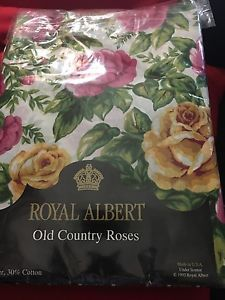 Royal Albert Old Country Roses Tablecloth And 10 Napkins Country