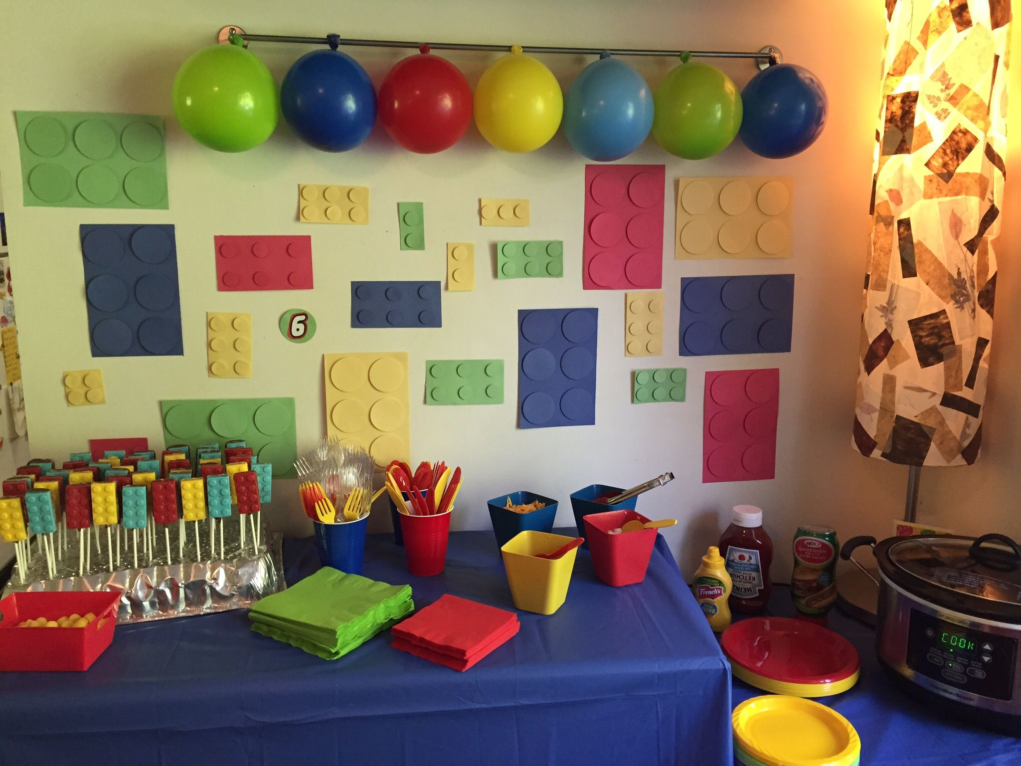 Use Construction Paper And A Circle Punch To Make A Lego Brick Wall Lego Party Decorations Lego Party Party Decorations