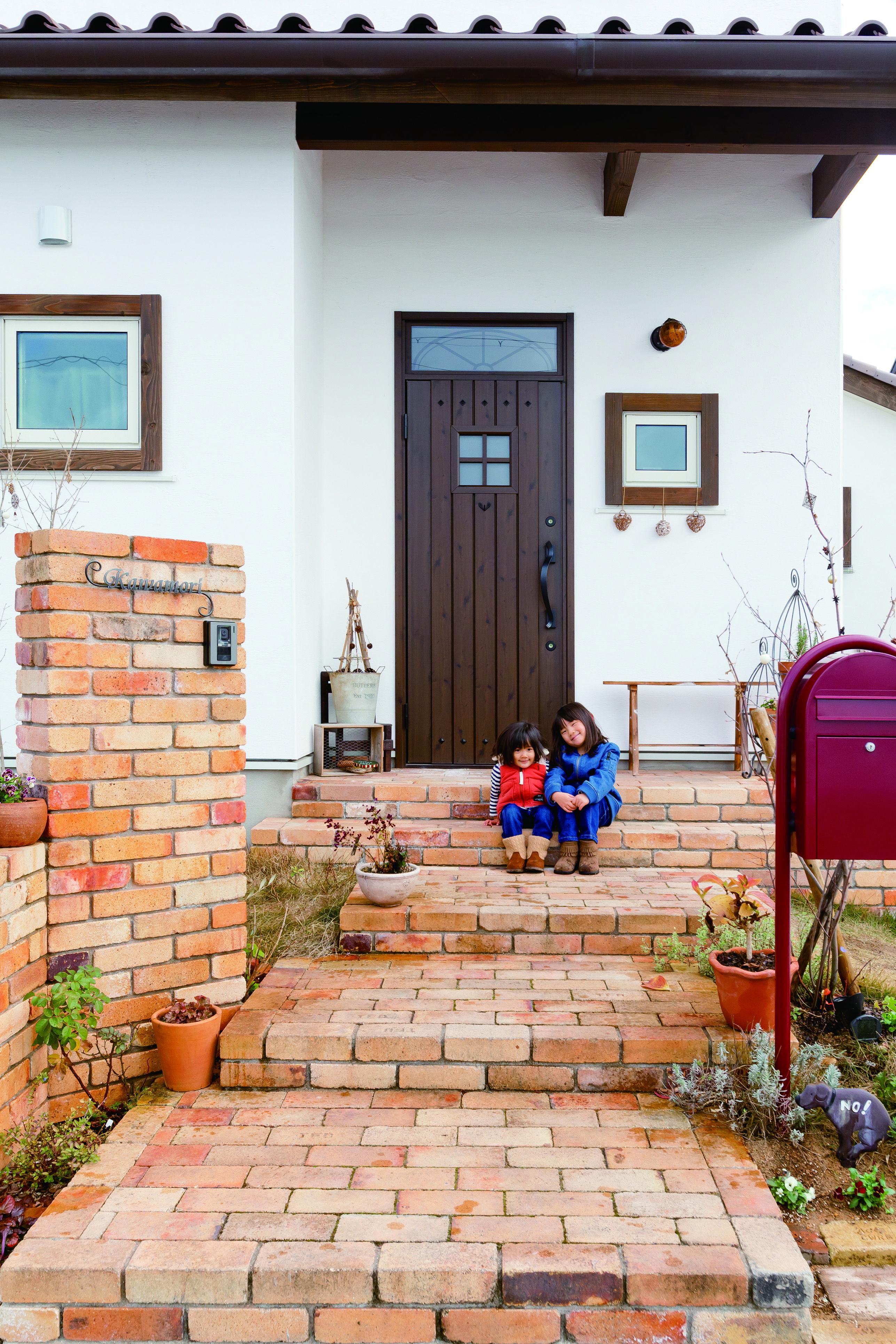 ケース80 スペイン風の家 玄関 レンガ 玄関アプローチ レンガ