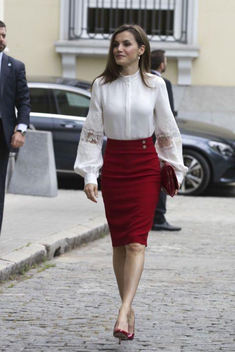El estilo de la Reina Letizia   Red pencil, Red pumps and Dark red