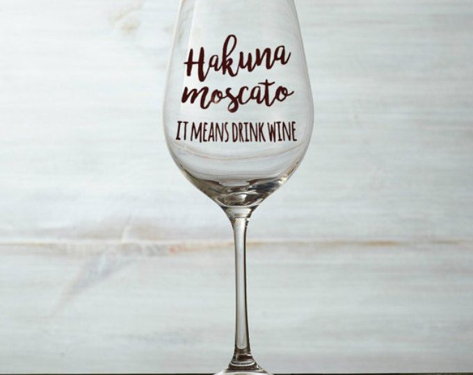 Hakuna Moscato, it means drink wine decal, wine glass decal, wine love decal, hakuna moscato