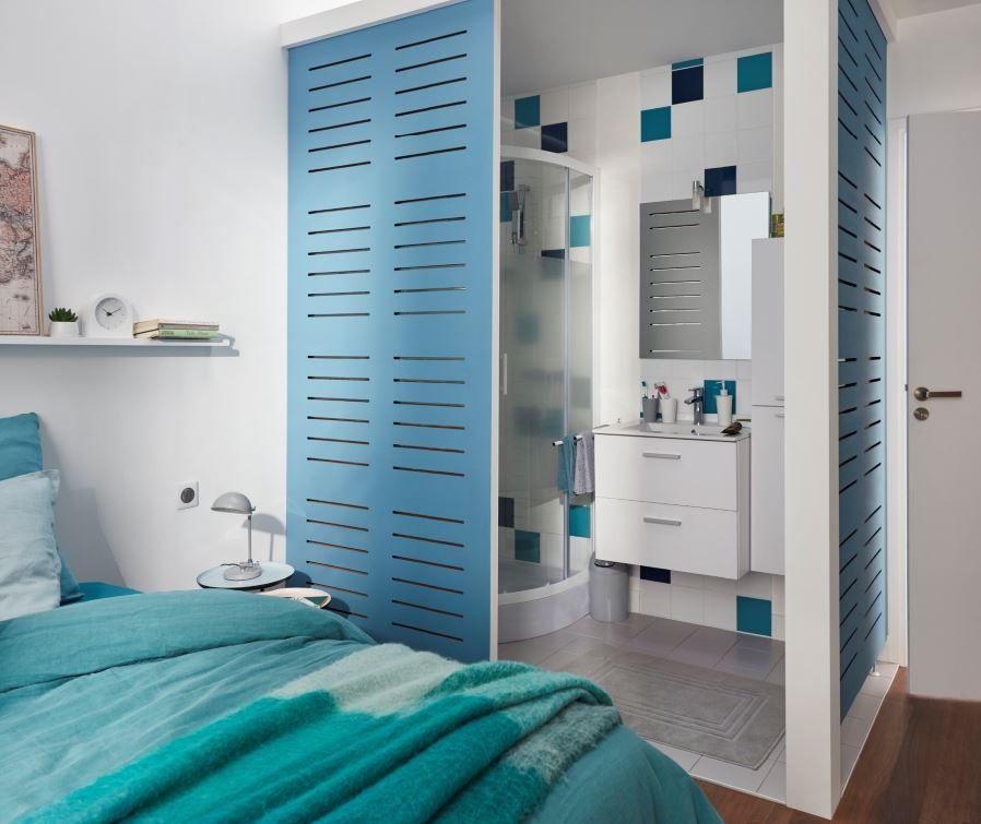 Cette mini salle de bain à été crée dans la chambre des parents afin ...