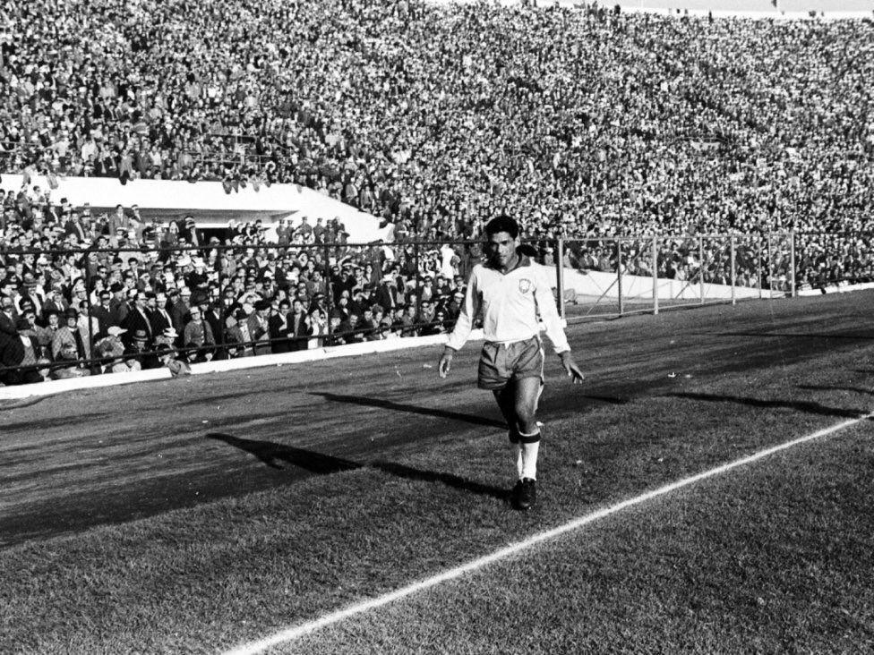 #WC1962: #Garrincha #Brazil   Estadio Nacional, Santiago Chile
