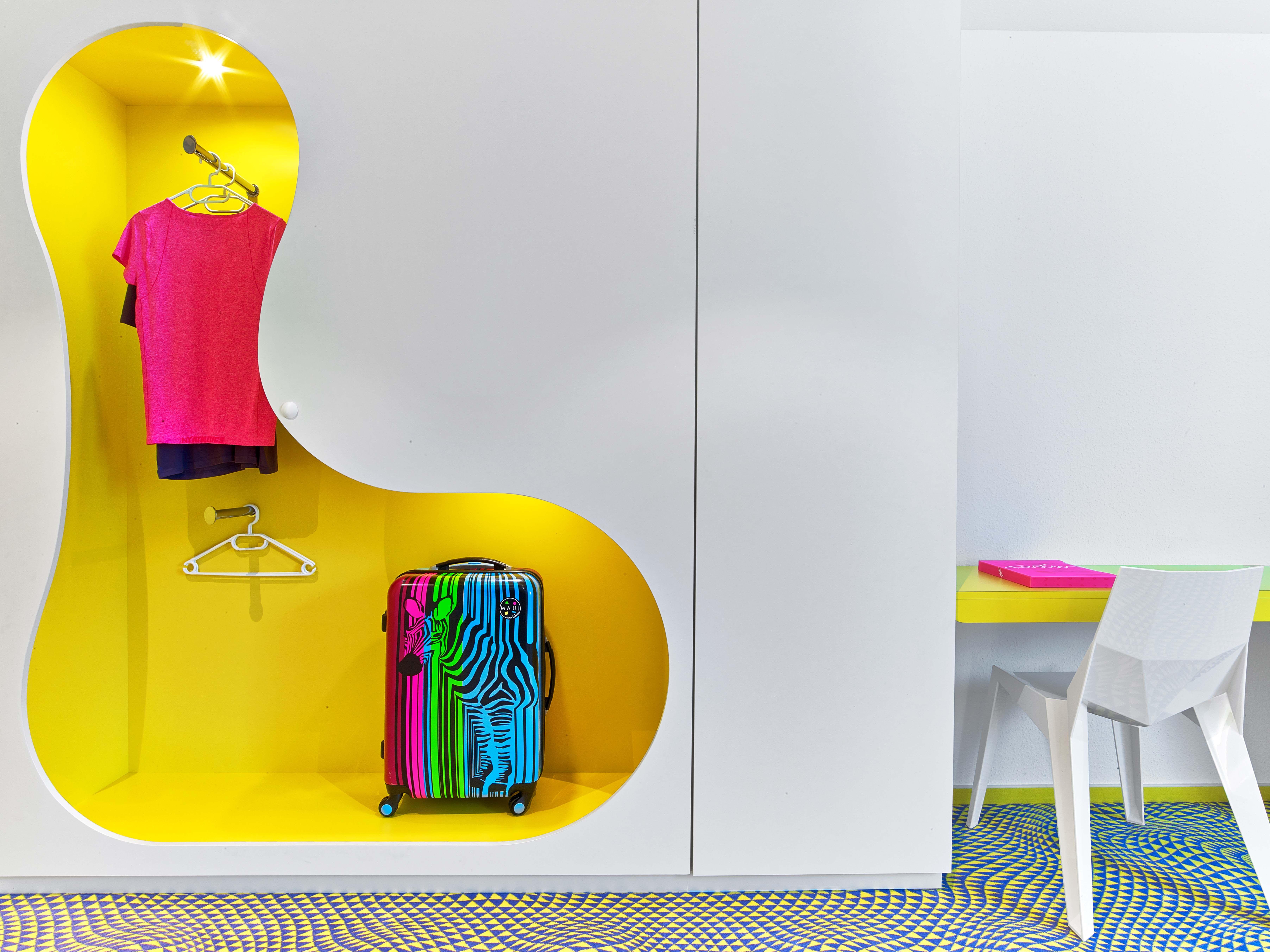 Die Zimmer bieten Platz für Koffer und Garderobe