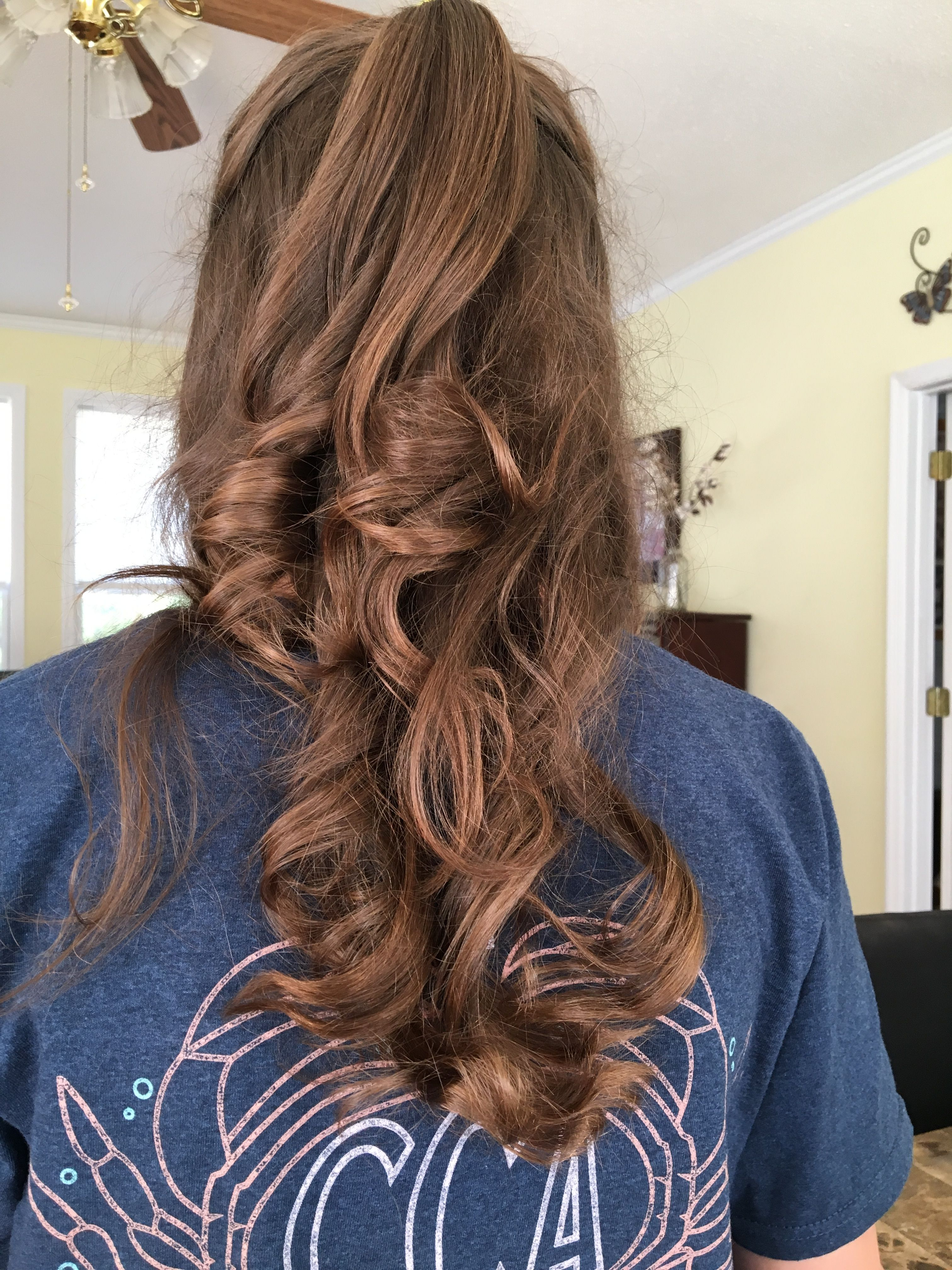 This is a great hairstyle for school or a job interview (With