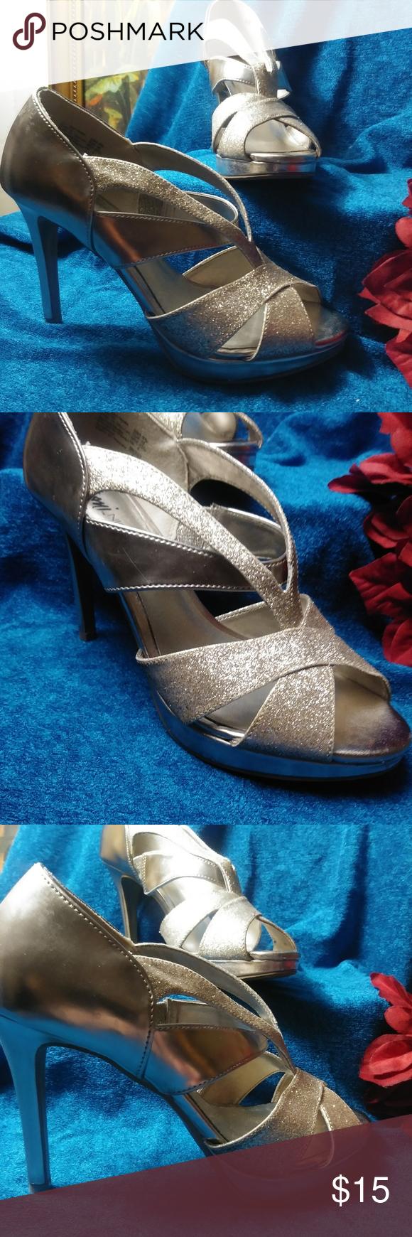 🎄GOLD GLITTER STRAPPY HEELS 👠 WORN ONCE!! Beautiful glitzy GOLD heels. WOR... 7