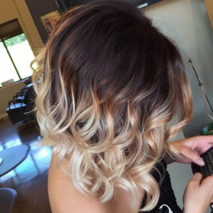 leicht gebeugte kopf zeigt ombre haare in perfekter bob frisur