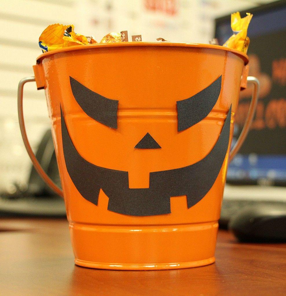 Simple Office Desk Halloween Decoration Idea | Simple ...