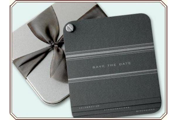 Foto de invitaciones de boda elegante en gris y negro con lazo