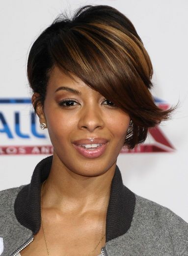 Vanessa Simmons jazzes up her heavy, side-sweeping bangs with some random golden streaks.
