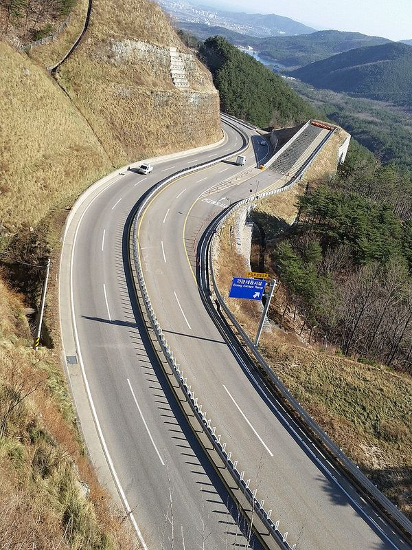 An Emergency Escape Ramp (Runaway Truck Ramp) on Misiryeong Penetrating Road near Sokcho, Korea | 미시령관통도로 긴급제동시설