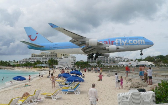 Near Plane Crash Tourism Might Be The Craziest Kind Of Tourism Maho Beach St Maarten Boat Tours Beach