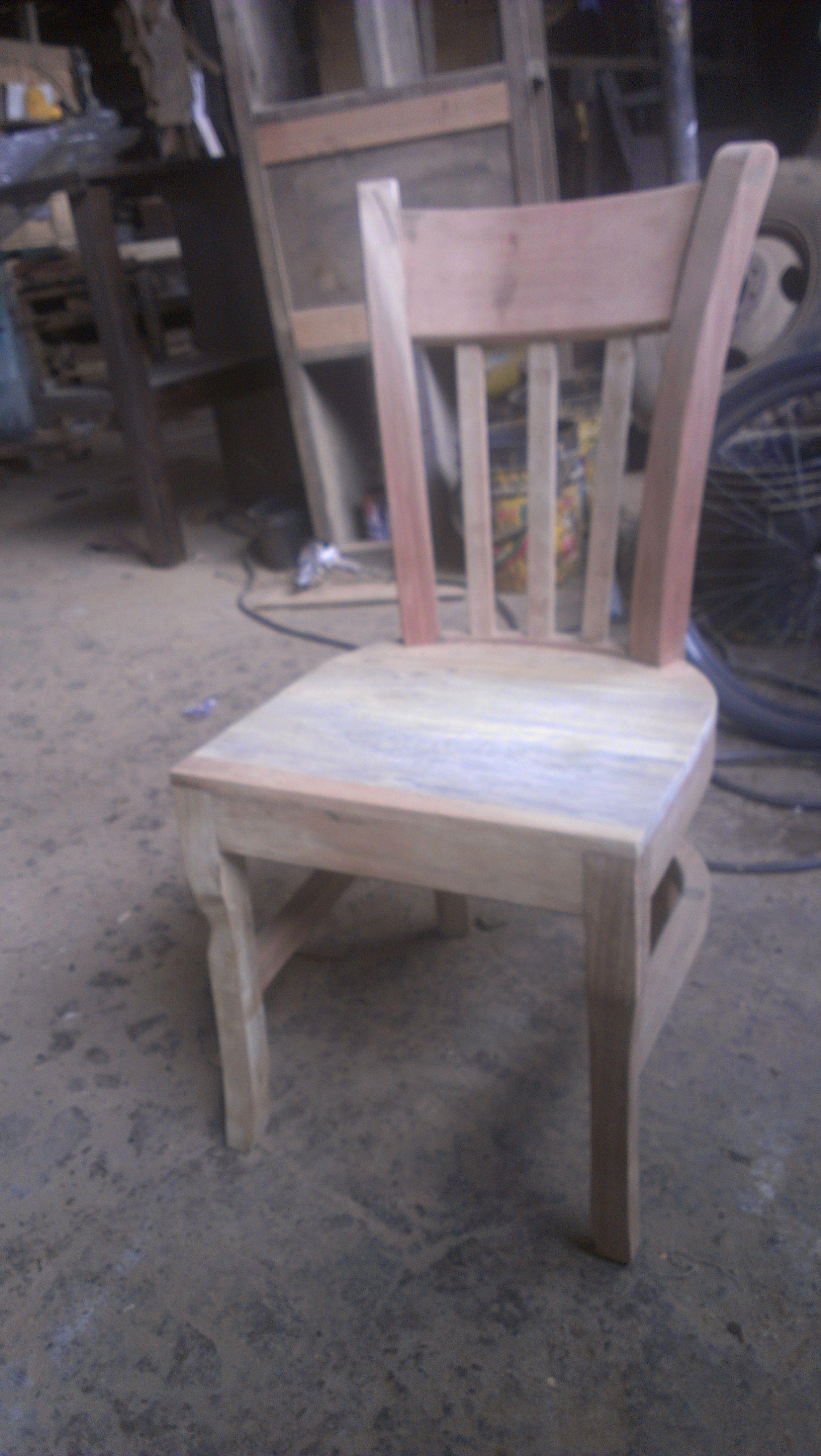 #silla hecha de #maderarecilada.Te la pintamos en cualquier color.