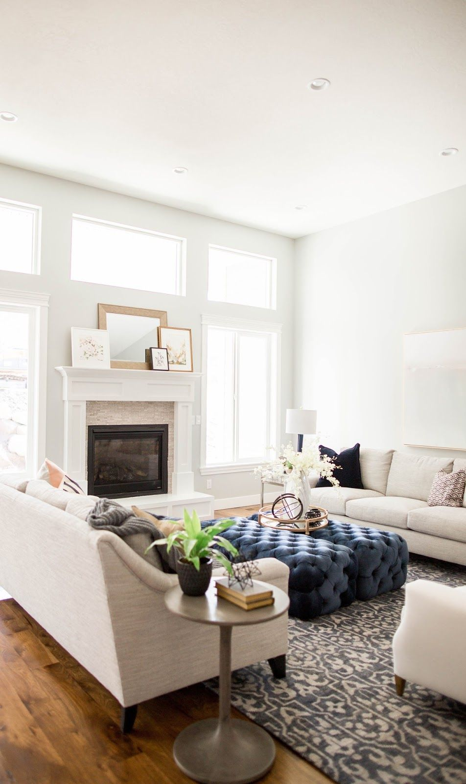 Symetrical living room in traditional transitional style. Interiors ...