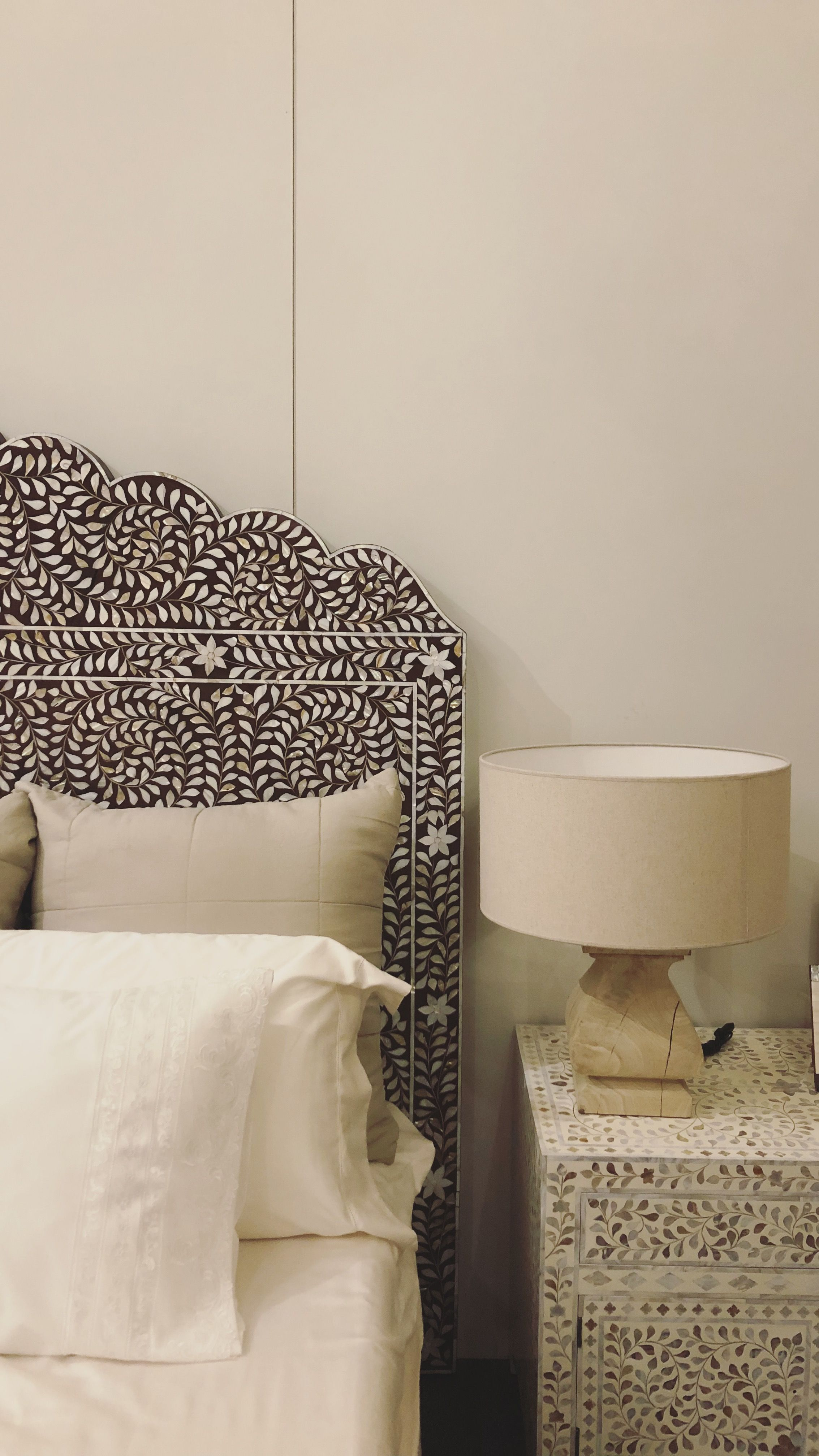 White Dorm Room Inspo